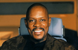 Star Trek Gallery - avery_brooks_defiant_bridge.jpg