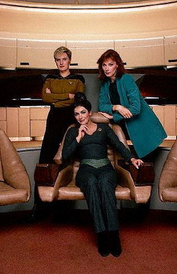 Star Trek Gallery - fem_trio_pb_05.jpg