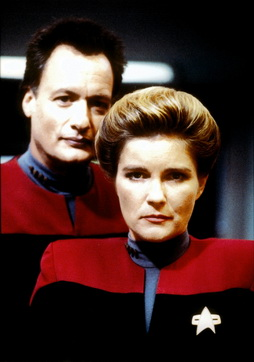Star Trek Gallery - janeway_and_q.jpg