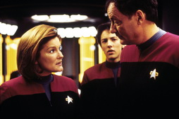 Star Trek Gallery - janeway_and_the_Qs.jpg