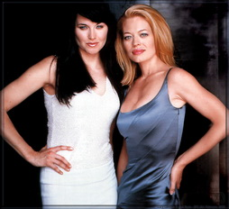 Star Trek Gallery - jeri_ryan_lucy_lawless.jpg