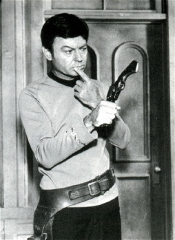 Star Trek Gallery - kelley_mccoy_gun.jpg