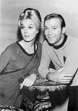 Star Trek Gallery - kirk_and_chick.jpg