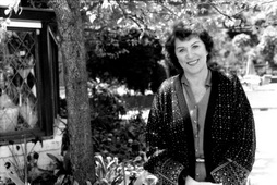 Star Trek Gallery - majel_barrett_roddenberry.jpg