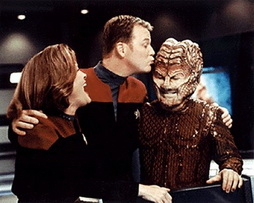 Star Trek Gallery - mulgrew_rdm_kisses_hirogen.jpg