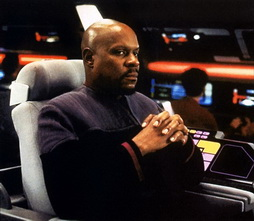 Star Trek Gallery - sisko_fortheuniform.jpg