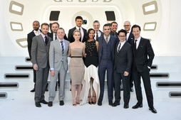Star Trek Gallery - star-trek-into-darkness-london-premiere-full-cast.jpg