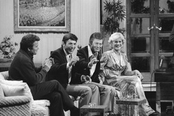 Star Trek Gallery - twok_cast_talkshow.jpg