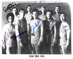 Star Trek Gallery - star-trek-signed-1979-cast-photo-3.jpg