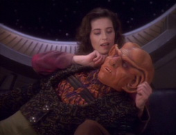 Star Trek Gallery - qless083.jpg