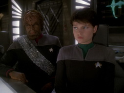 Star Trek Gallery - takemeout_225.jpg