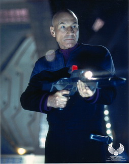 Star Trek Gallery - n_picard_rifle.jpg