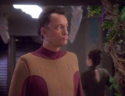 Star Trek Gallery - qless094.jpg