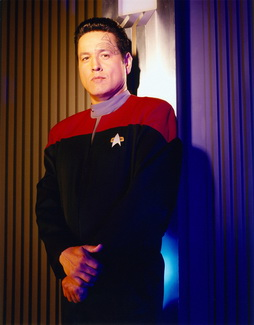 Star Trek Gallery - chakotay_s5hq_pbvariant.jpg