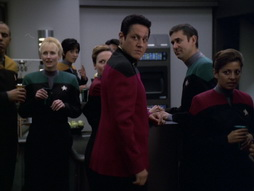 Star Trek Gallery - someonetowatchoverme_414.jpg